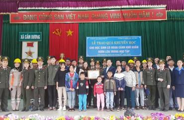 Trao Quỹ khuyến học trị giá 30 triệu đồng cho Hội khuyến học xã Cẩm Dương, huyện Cẩm Xuyên