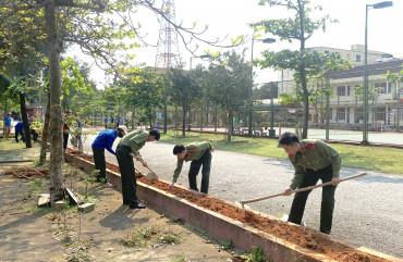 Đoàn cơ sở Phòng Hậu cần tổ chức cải tạo vườn hoa