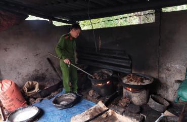 Phòng Cảnh sát Môi trường: Bắt quả tang lò chế biến mỡ bẩn tại huyện Đức Thọ