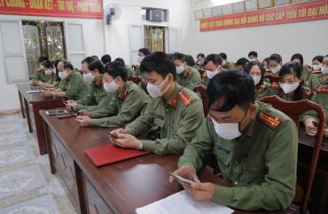 Phòng Công tác Đảng và công tác chính trị hưởng ứng nhắn tin ủng hộ phòng chống dịch Covid-19