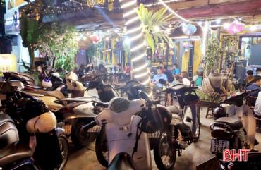 Hà Tĩnh yêu cầu tạm đóng cửa nhà hàng ăn uống đông người... từ 0h ngày 28/3