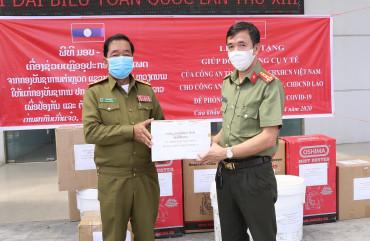 Trao tặng trang thiết bị y tế phòng, chống dịch Covid-19 cho An ninh tỉnh Bô Ly Khăm Xây và tỉnh Khăm Muộn