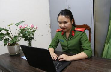 Chuyện về Thiếu úy công an Hà Tĩnh dạy tiếng Anh online ủng hộ chống dịch Covid-19