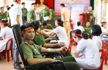 Công an Hà Tĩnh tổ chức chương trình hiến máu tình nguyện đợt 5, năm 2020