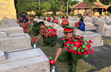 Ngàn đóa hoa sen dâng mộ liệt sỹ tại Nghĩa trang huyện Can Lộc