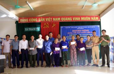 Khám, cấp phát thuốc miễn phí cho người dân vùng biển Thạch Hà
