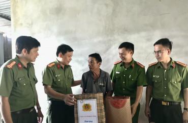 Công an Thạch Hà thắp nến tri ân các anh hùng liệt sĩ