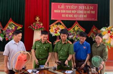 Công an huyện Hương Khê đẩy mạnh công tác thu hồi vũ khí, vật liệu nổ, công cụ hỗ trợ