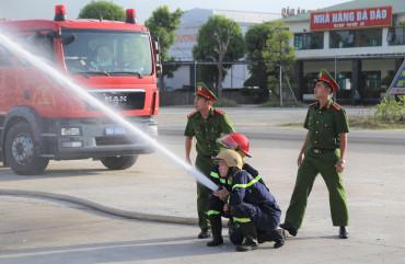 Huấn luyện nghiệp vụ PCCC và CNCH cho Công ty Xăng dầu Hà Tĩnh
