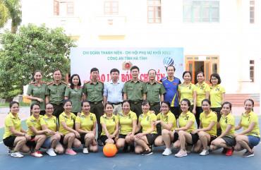 Giao lưu bóng chuyền gây quỹ từ thiện cho trẻ em nhân dịp Tết Trung thu