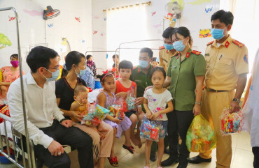 Mang Tết Trung thu đến với bệnh nhi tại Bệnh viện đa khoa TP Hà Tĩnh