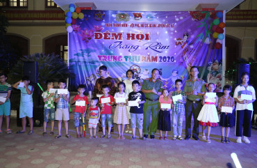 Công an huyện Lộc Hà tổ chức Tết trung thu cho các cháu thiếu nhi