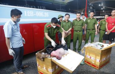 Bắt giữ xe vận chuyển 250kg  sản phẩm động vật không rõ nguồn gốc xuất xứ