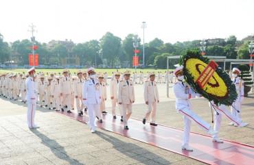 Đoàn đại biểu dự Đại hội Đảng bộ Công an Trung ương lần thứ VII, nhiệm kỳ 2020 – 2025 vào Lăng viếng Chủ tịch Hồ Chí Minh