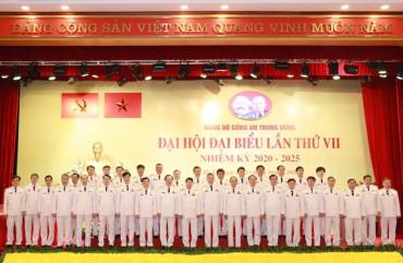 Xây dựng đội ngũ cán bộ Công an các cấp có uy tín, năng lực lãnh đạo