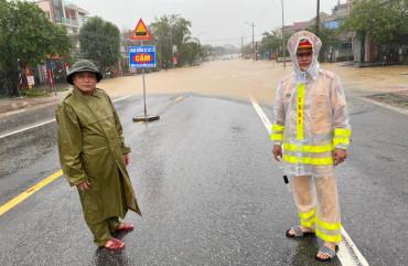 Khuyến cáo các phương tiện không đi qua các khu vực ngập ở Quảng Bình, Hà Tĩnh