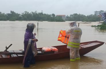 Cảnh báo lũ đặc biệt lớn, sạt lở đất ở Trung Bộ do mưa to