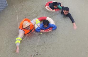 Hãy chung tay hỗ trợ nhân dân Hà Tĩnh đang gồng mình chống chọi với bão lũ