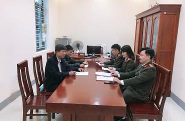 Công an huyện Hương Khê:Ký cam kết cho các cơ quan, doanh nghiệp trên địa bàn.