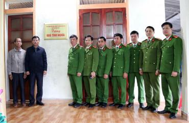 Bàn giao nhà tình nghĩa cho cán bộ Trại giam Xuân Hà có hoàn đặc biệt khó khăn