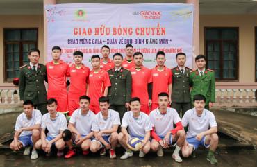 Giao hữu bóng chuyền nam thanh niên Công an tỉnh và đội bóng chuyền nam xã Hương Liên