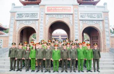 Công an tỉnh dâng hương tưởng niệm Chủ tịch Hồ Chí Minh và đồng chí Trần Quốc Hoàn