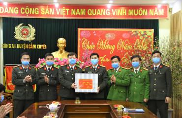 Thượng tá Nguyễn Hữu Thiên- Phó Giám đốc Công an tỉnh kiểm tra công tác bảo đảm ANTT và chúc Tết cán bộ chiến sỹ