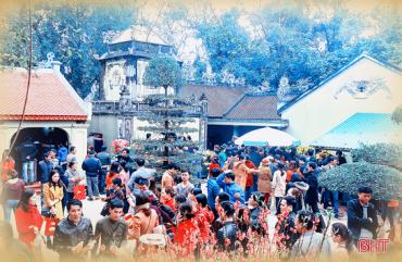 Hà Tĩnh tạm dừng tổ chức lễ hội đầu năm tại các đền, chùa, địa điểm tôn giáo