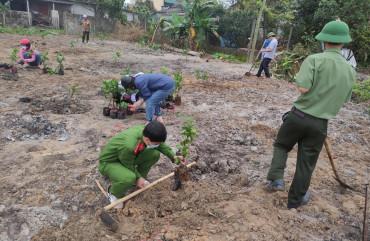 Đoàn viên thanh niên Công an huyện Cẩm Xuyên chung tay trồng cây xanh