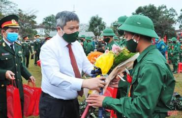 Chủ tịch UBND tỉnh Hà Tĩnh điện khen công tác giao quân năm 2021