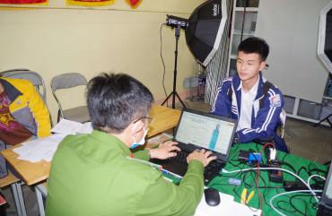Công an Can Lộc lưu động cấp CCCD cho học sinh tại trường học