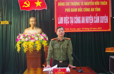 Thượng tá Nguyễn Hữu Thiên – Phó Giám đốc Công an tỉnh làm việc tại Công an huyện Cẩm Xuyên