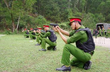 Huấn luyện, kiểm tra bắn đạn thật cho lực lượng cánh sát điều tra tội phạm về ma túy
