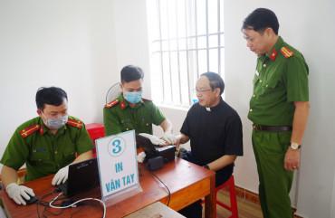Công an Can Lộc: Xuyên đêm cấp căn cước công dân cho đồng bào công giáo