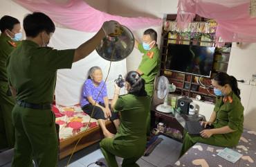 Lan tỏa hình ảnh đẹp của chiến sĩ Công an Thạch Hà trong chiến dịch cấp CCCD