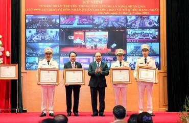 Lực lượng An ninh nhân dân kỷ niệm 75 năm Ngày truyền thống và đón nhận Huân chương Bảo vệ Tổ quốc hạng Nhất