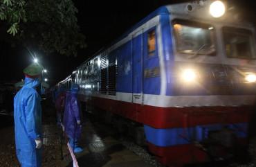 Công an Hà Tĩnh đảm bảo ANTT, ATGT đón 814 công dân trở về quê nhà