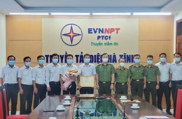 Trao Bằng khen của Bộ Công an cho Truyền tải điện Hà Tĩnh