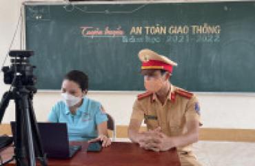Tuyên truyền luật giao thông qua lớp học trực tuyến