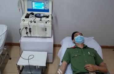 Đại úy Hồ Ngọc Lân kịp thời hiến máu cứu bệnh nhân qua cơn nguy kịch