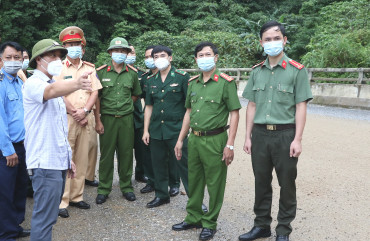 Đại tá Đặng Hoài Sơn, Phó Giám đốc Công an tỉnh chỉ đạo công tác đảm bảo ANTT, TTATGT trên Quốc lộ 8A