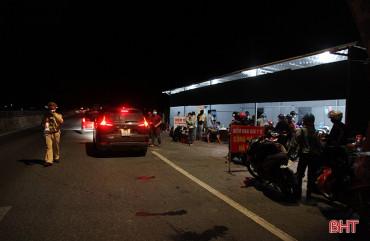 Trắng đêm kiểm soát người từ miền Nam về và đi qua địa bàn Hà Tĩnh