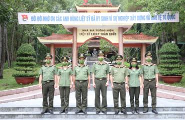 Cơ quan UBKT Đảng ủy Công an tỉnh dâng hương tại các địa chỉ đỏ