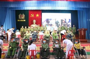 230 cán bộ, chiến sĩ Công an Hà Tĩnh tham gia hiến máu tình nguyện
