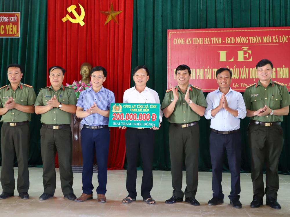 Công an Hà Tĩnh tài trợ 200 triệu đồng xã Lộc Yên, huyện Hương Khê xây dựng nông thôn mới